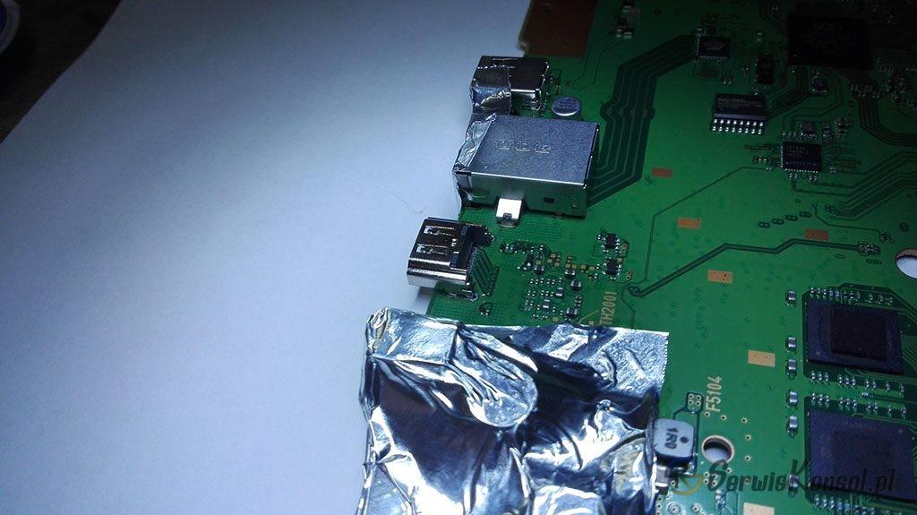 Inne ujęcie zamontowanego nowego gniazda HDMI